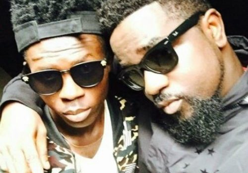 VIDEO: Sarkodie Signs Strongman To Sarkcess Music