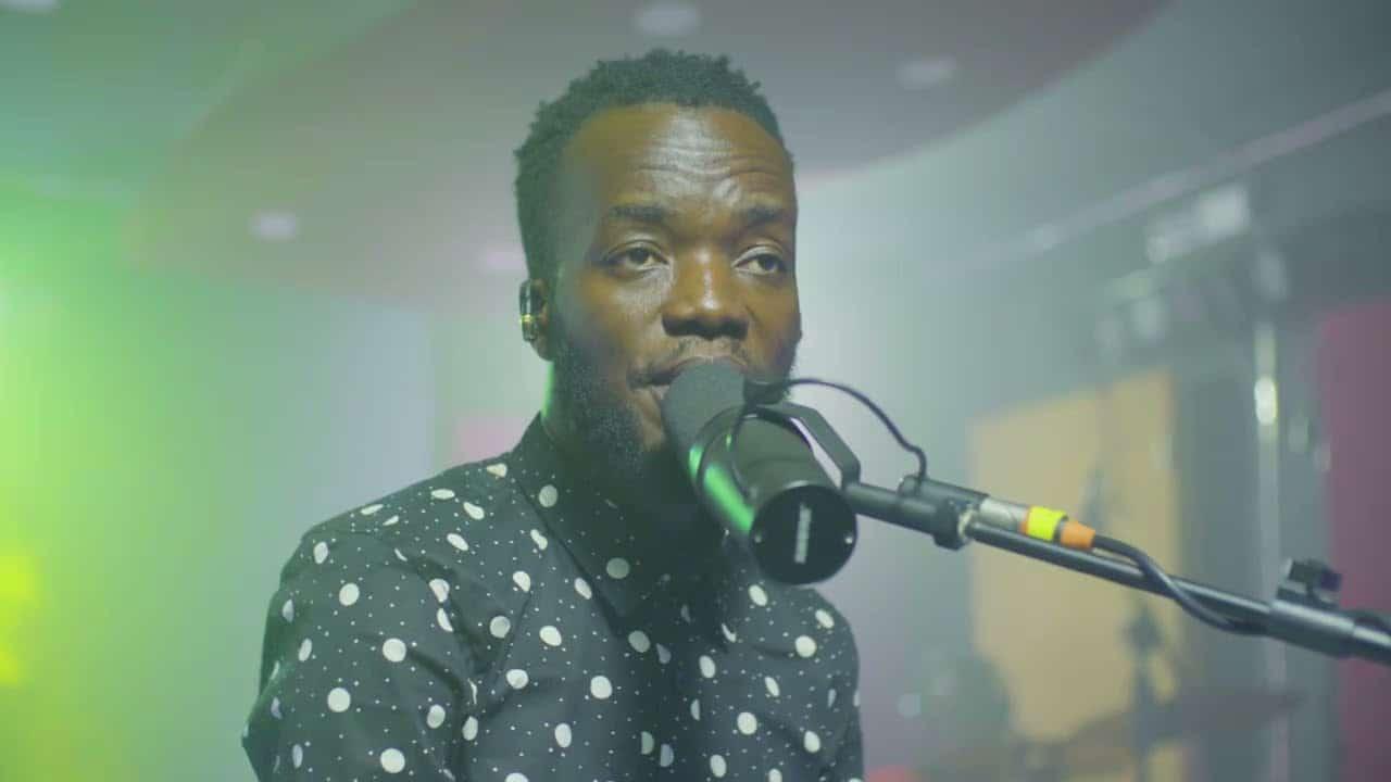 VIDEO: Akwaboah – Mepawokyew (Live Session)