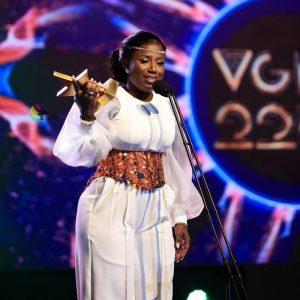 Diana Hamilton with her vgma award